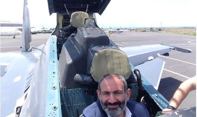 Премьер-министр Армении Пашинян за штурвалом лучшей в мире боевой машины Су-30СМ